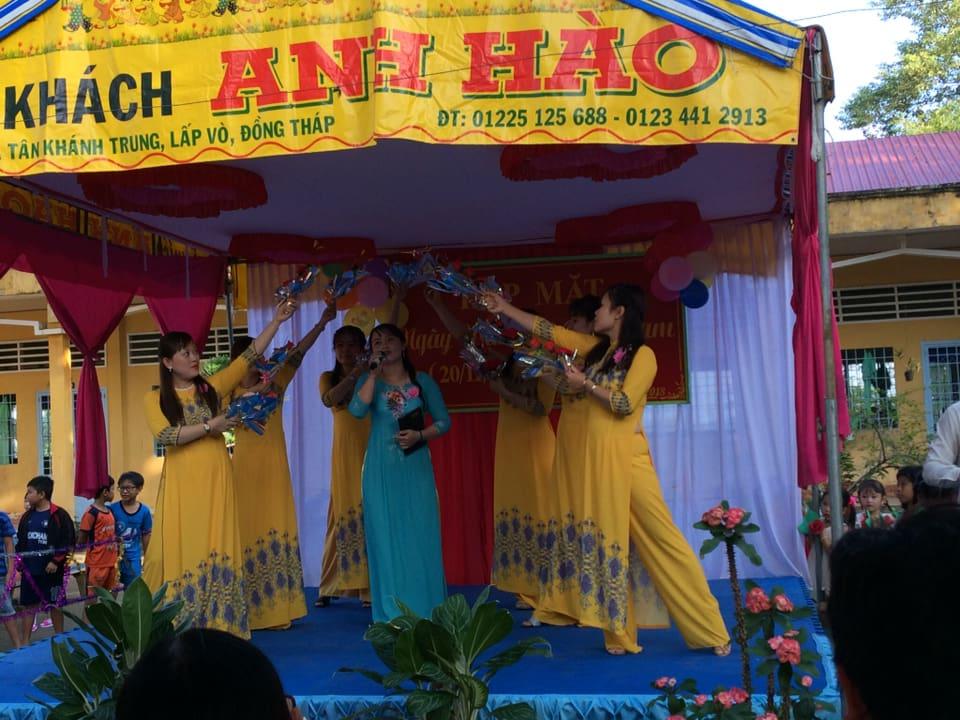 GV tham gia văn nghệ chào mừng Ngày Nhà giáo Việt Nam 20/11.